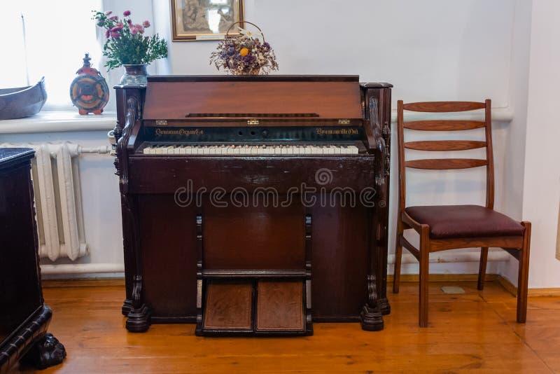 Piano antigo antigo imagens de stock royalty free