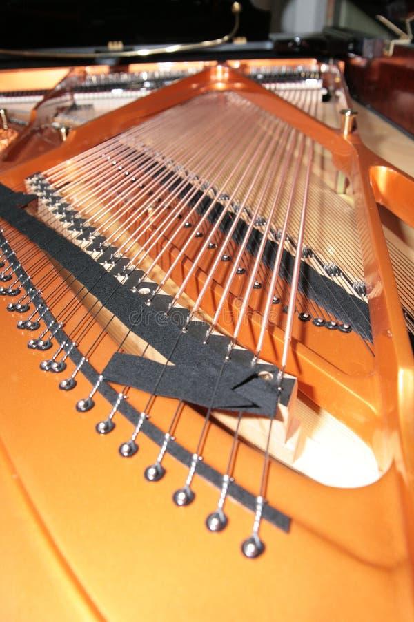 Piano binnen stock foto