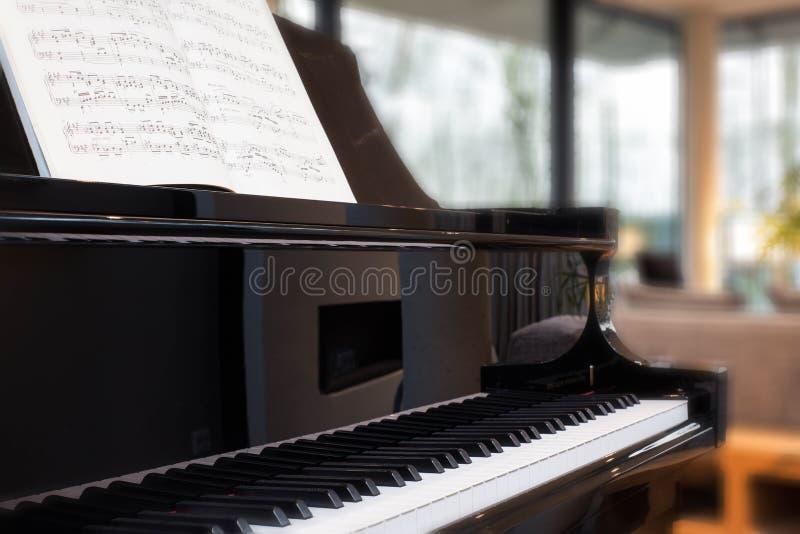 piano clássico com livro de música fotografia de stock