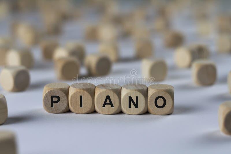 Piano - cubo com letras, sinal com cubos de madeira imagem de stock