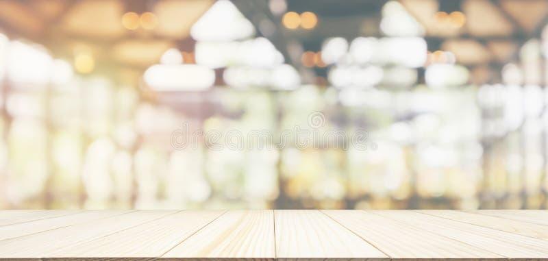 Piano d'appoggio di legno vuoto con il ristorante del caff? fotografia stock libera da diritti