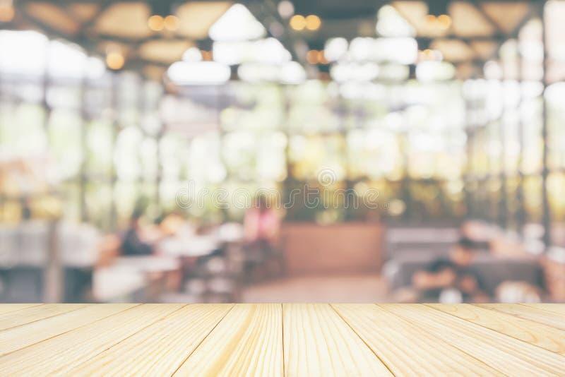 Piano d'appoggio di legno vuoto con il ristorante del caff? immagini stock libere da diritti