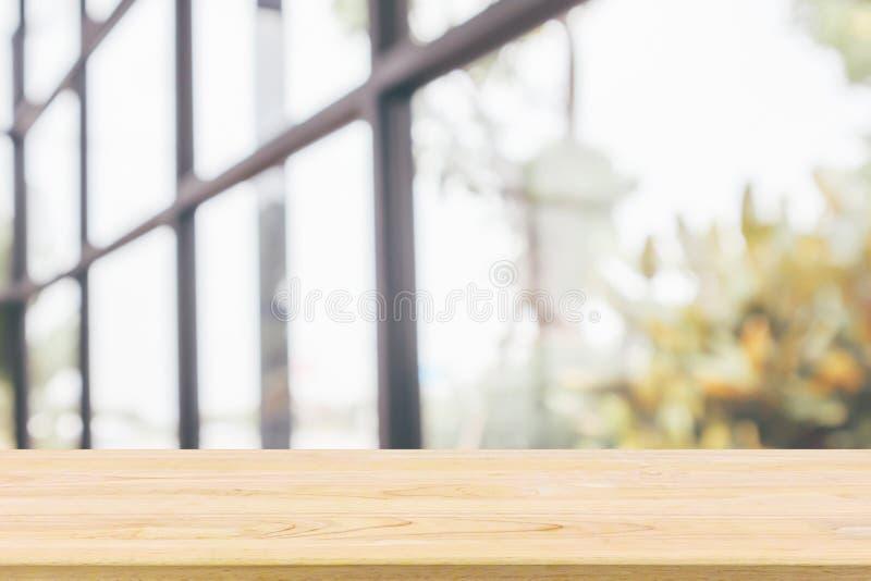 Piano d'appoggio di legno vuoto con il ristorante del caff? fotografie stock libere da diritti