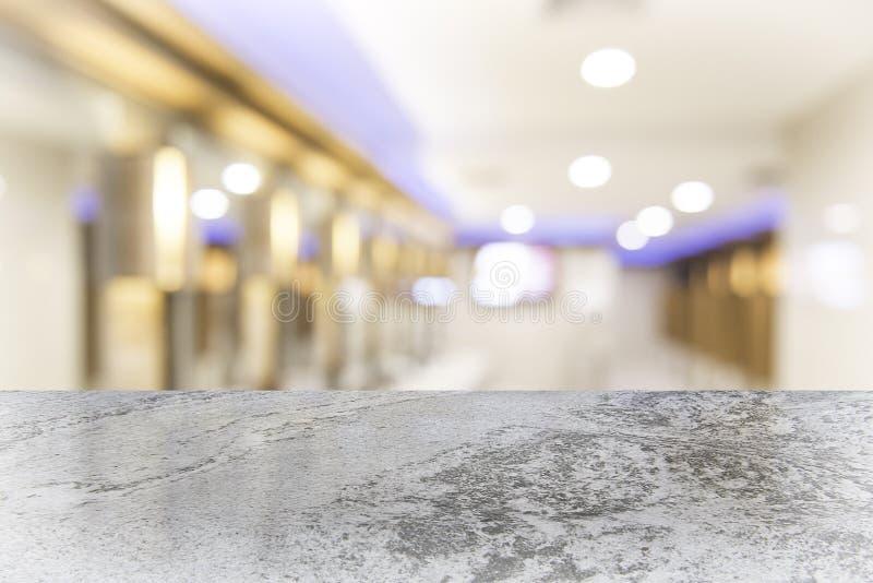 Piano d'appoggio di marmo bianco sulla caffetteria della sfuocatura fotografia stock libera da diritti
