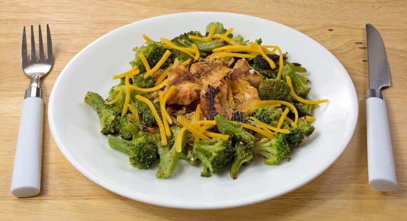 Piano d'appoggio di Salmon Broccoli Cheese Silverware Wood fotografia stock