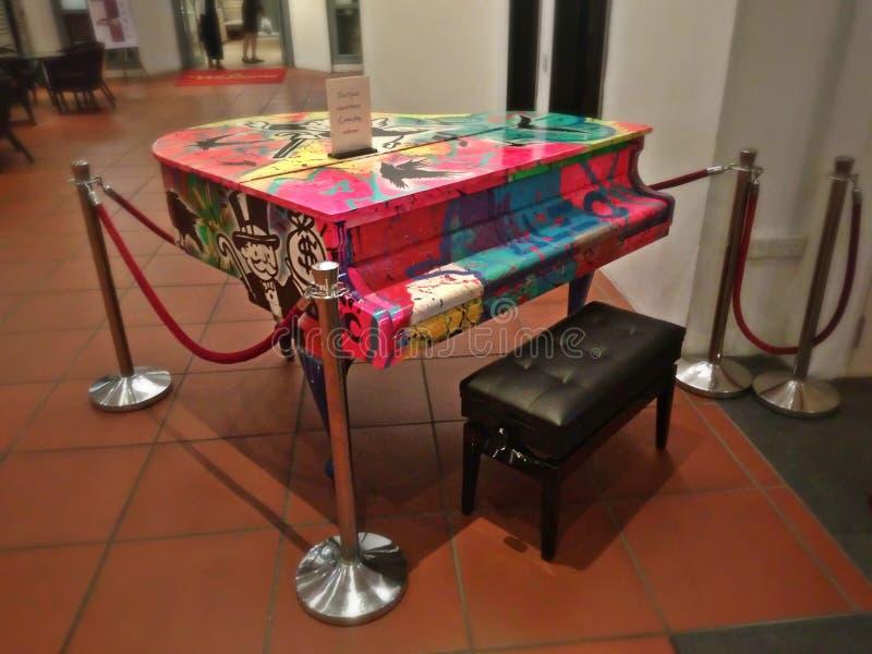 Piano de cola imagenes de archivo