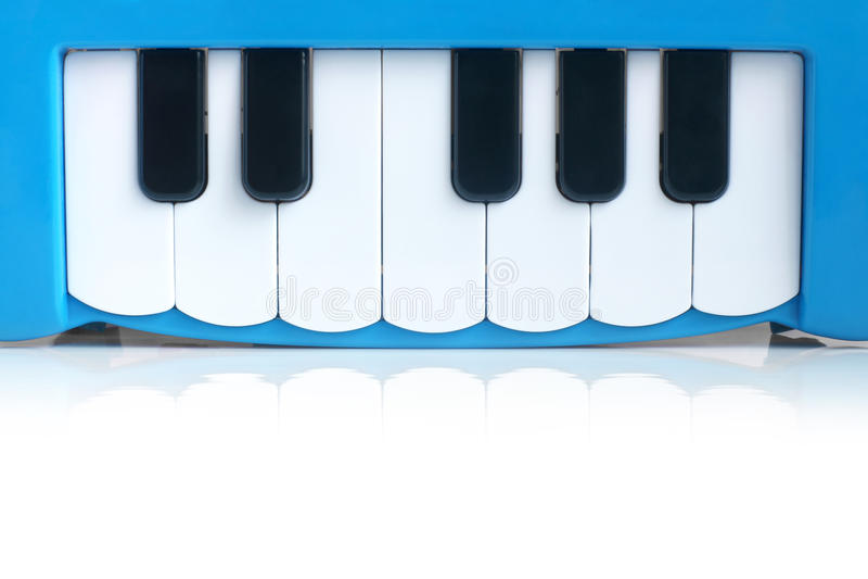 Piano del niño azul foto de archivo
