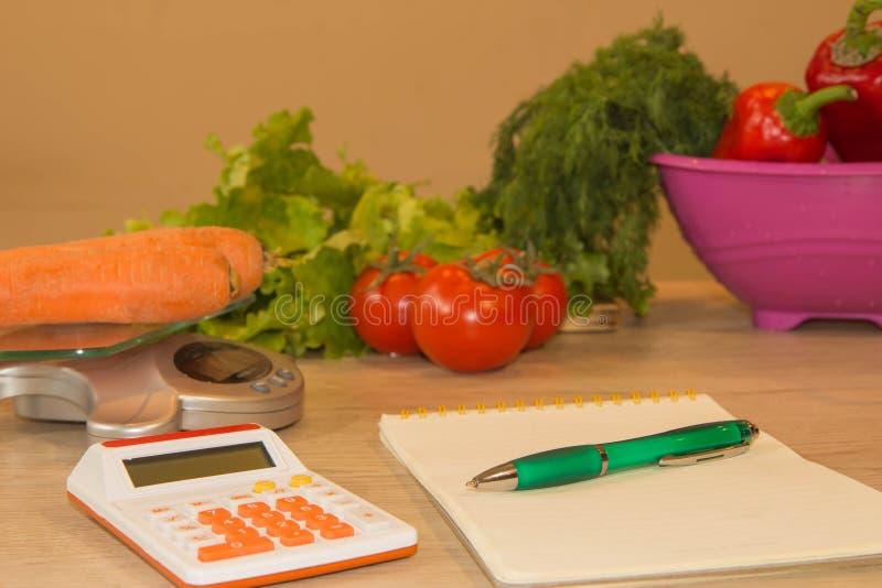 Piano del pasto Ealthy che mangia, essendo a dieta, dimagrendo e pesa il concetto di perdita immagini stock libere da diritti
