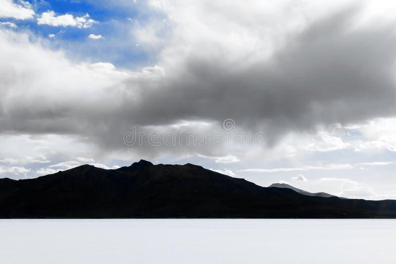 Piano del sale di Uyuni - Salar de Uyuni - più grande piano del sale del mondo fotografia stock