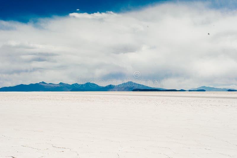 Piano del sale di Uyuni - Salar de Uyuni - pi? grande piano del sale del mondo fotografia stock libera da diritti