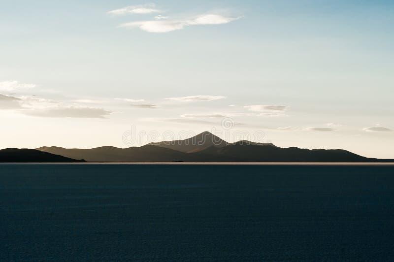 Piano del sale di Uyuni - Salar de Uyuni - pi? grande piano del sale del mondo fotografie stock