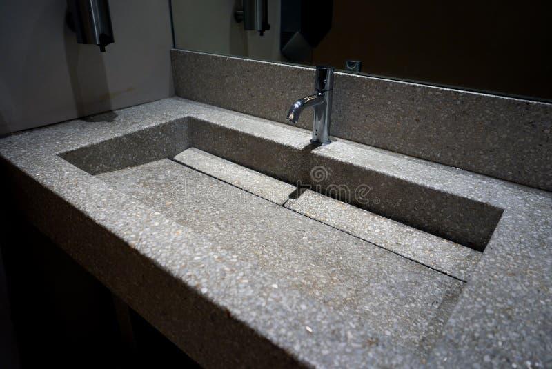 Piano di lavoro del granit del lavabo della mano immagini stock