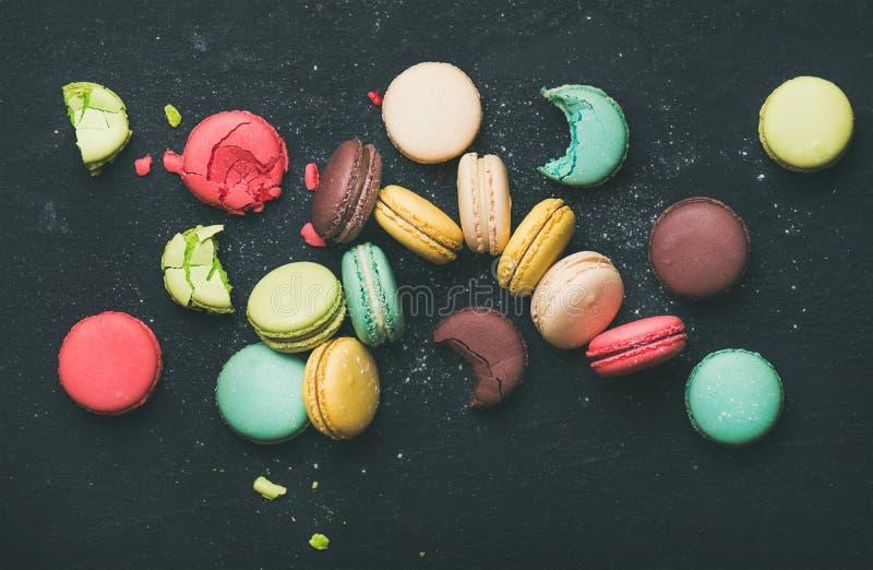 Piano-disposizione di varietà francese variopinta dolce dei biscotti del maccherone fotografia stock