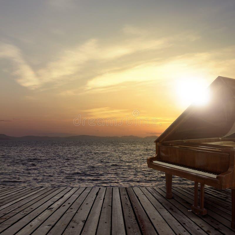 Piano fuera del tiro en el lado de mar fotografía de archivo libre de regalías