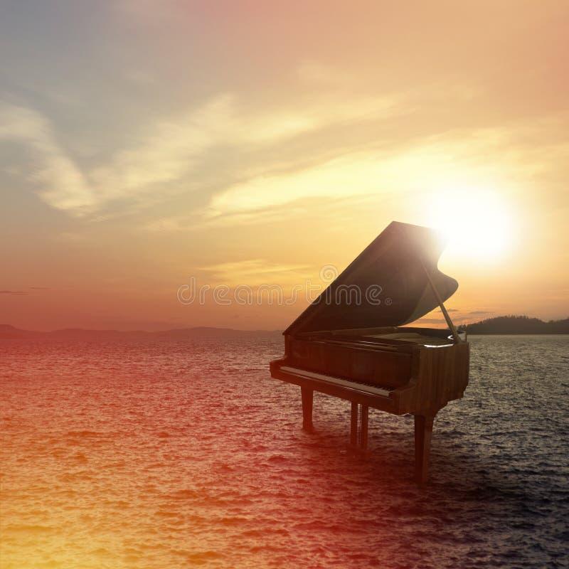 Piano fuera del tiro en la playa fotografía de archivo libre de regalías