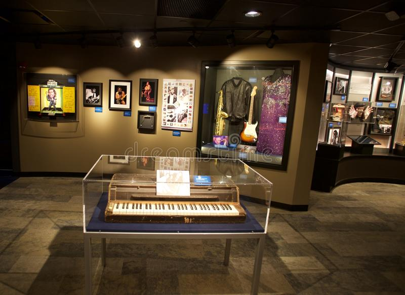 Piano indicado na construção do corredor da fama dos azuis em Memphis, TN imagem de stock royalty free