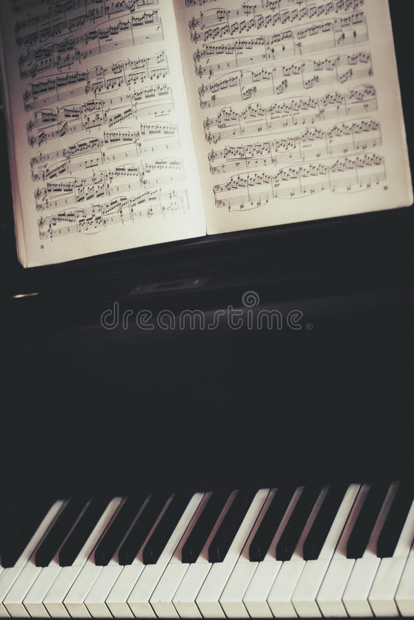 Download Piano Keyboard And Piano Score Royalty Free Stock Image - Image: 24013826