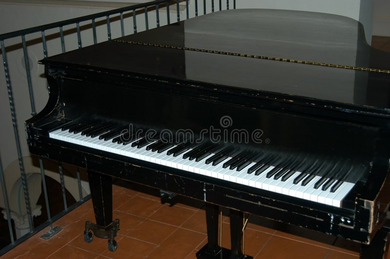 Piano negro imagenes de archivo
