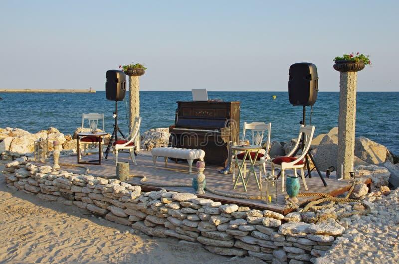 Piano op het strand royalty-vrije stock foto's