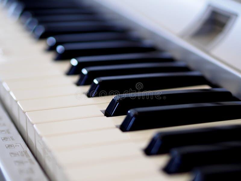 Piano in Romaans stock afbeeldingen