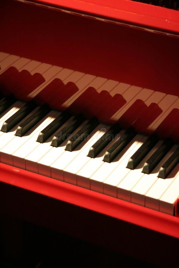 Piano rouge photographie stock libre de droits