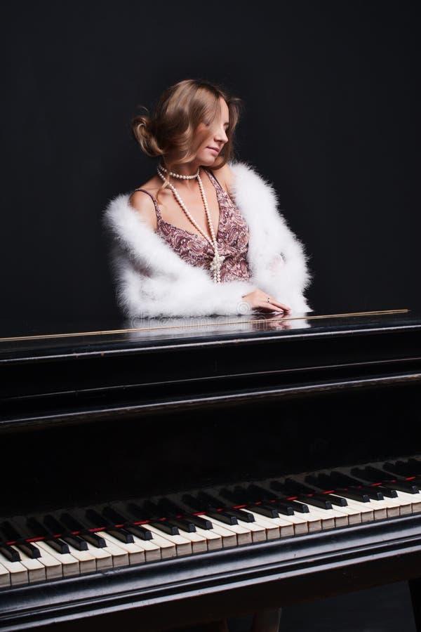 pianokvinna arkivfoto