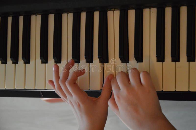 Pianolek arkivbilder