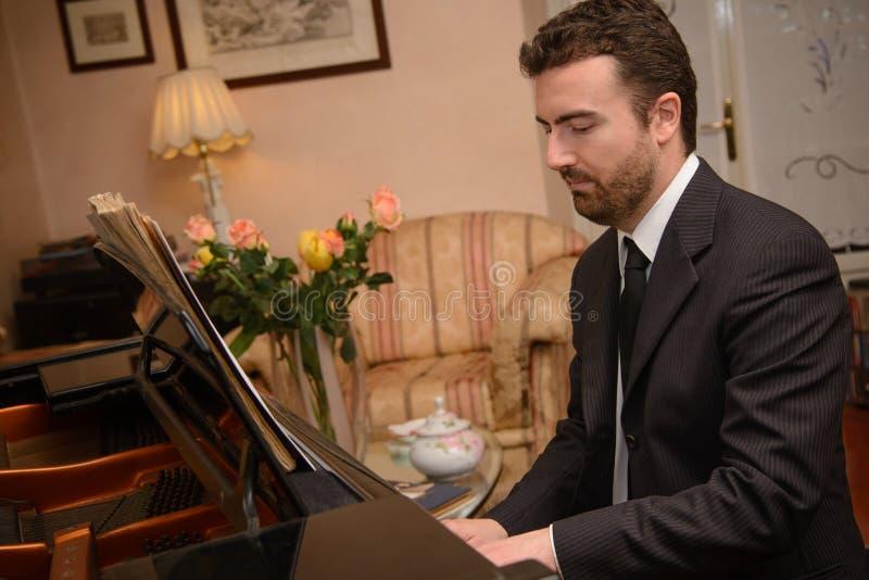 Pianomusikspelare arkivbilder