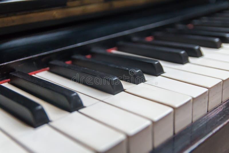 Pianosleutels op een rij royalty-vrije stock fotografie