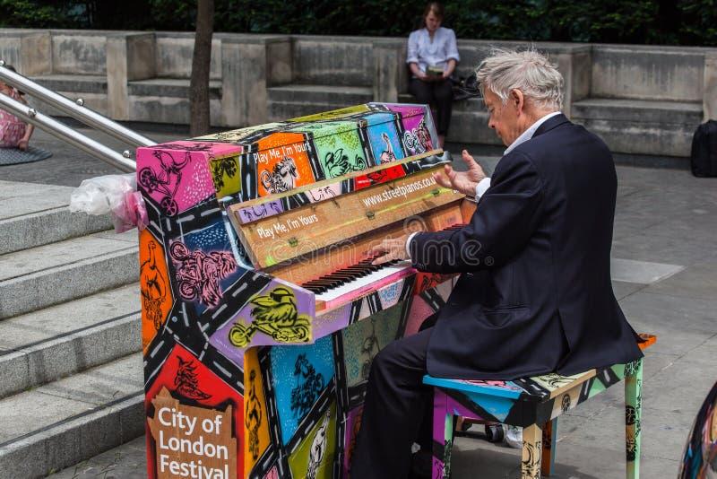 Pianospelare London royaltyfri foto