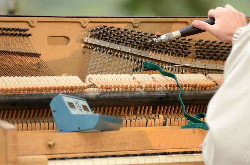 Pianot trimmar royaltyfri bild