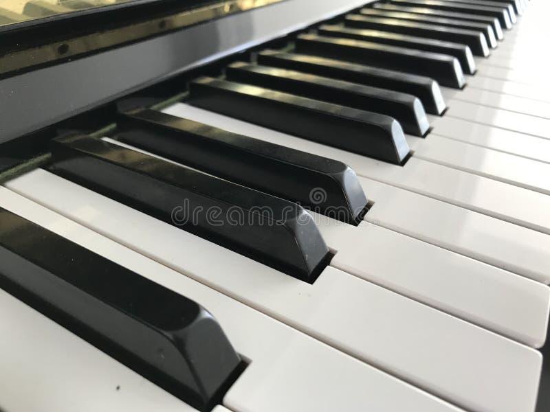 Pianotoetsenbord zwart-wit stock afbeelding