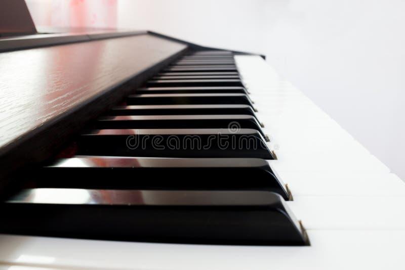 Pianotoetsenbord (zwarte sleutel) stock afbeelding