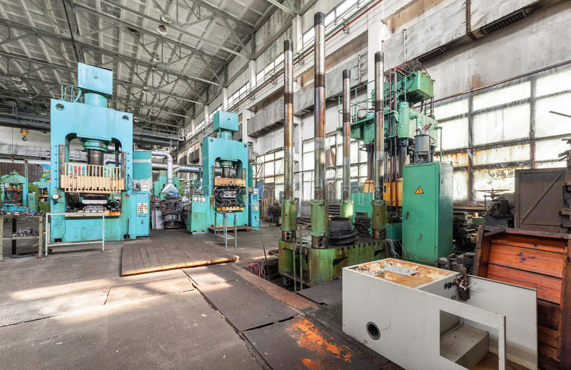 Officina per produzione delle parti di plastica macchina for Presse idrauliche usate per officina