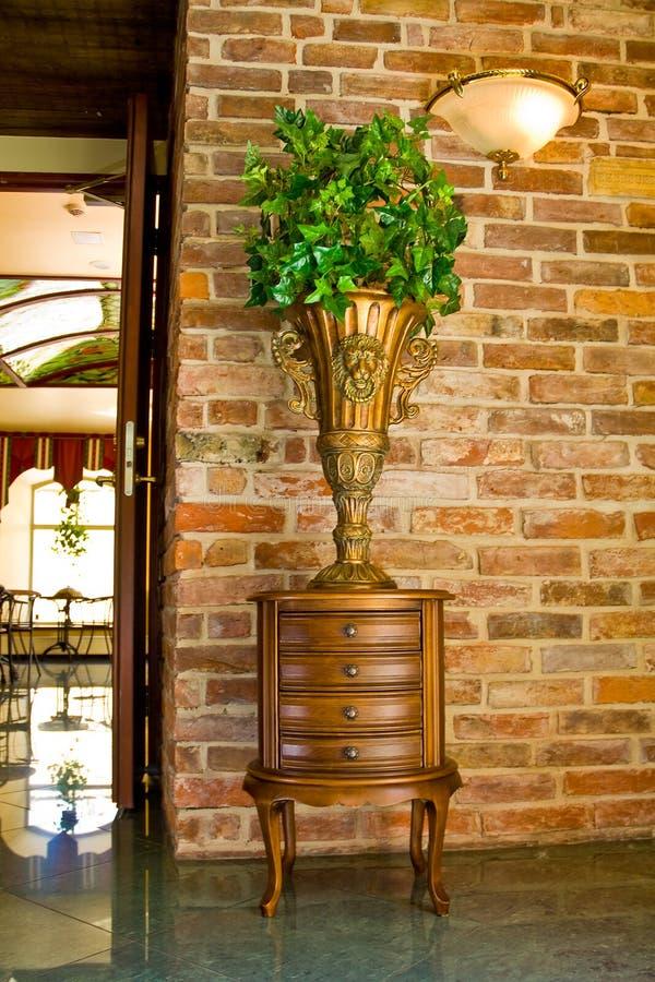 Pianta e mobilia decorative immagini stock