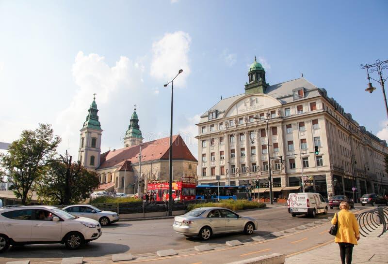 Piarist健身房和市内贫民区教区教堂在布达佩斯 免版税库存图片