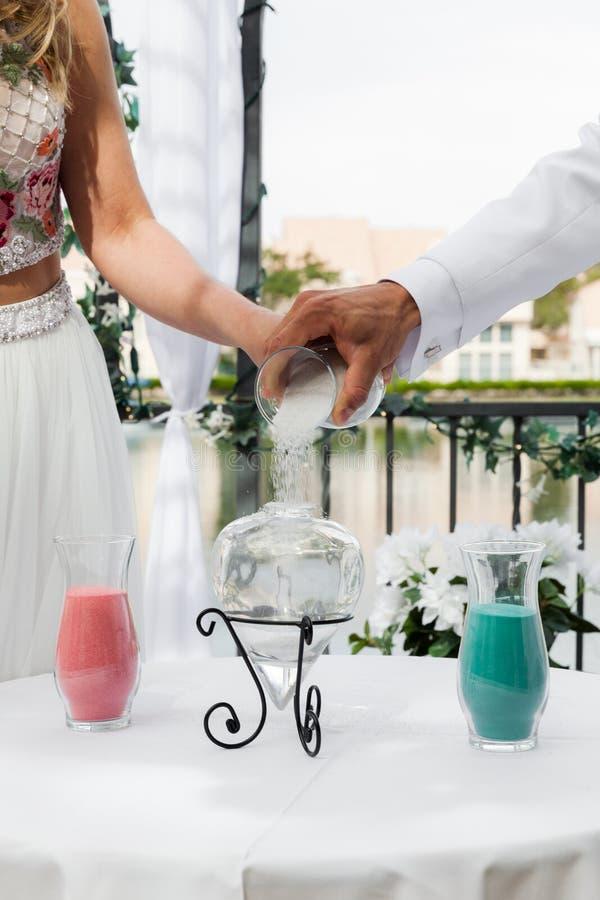 Piasek ceremonia Na dniu ślubu symbol więź obrazy royalty free
