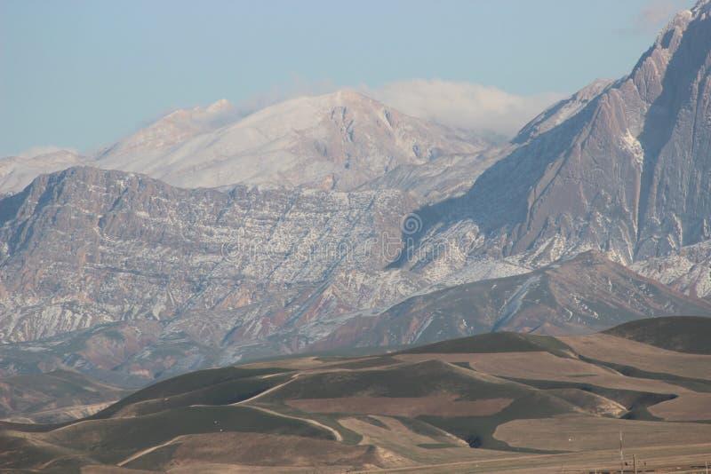 Download Piasek góry zdjęcie stock. Obraz złożonej z zmrok, góra - 57661962