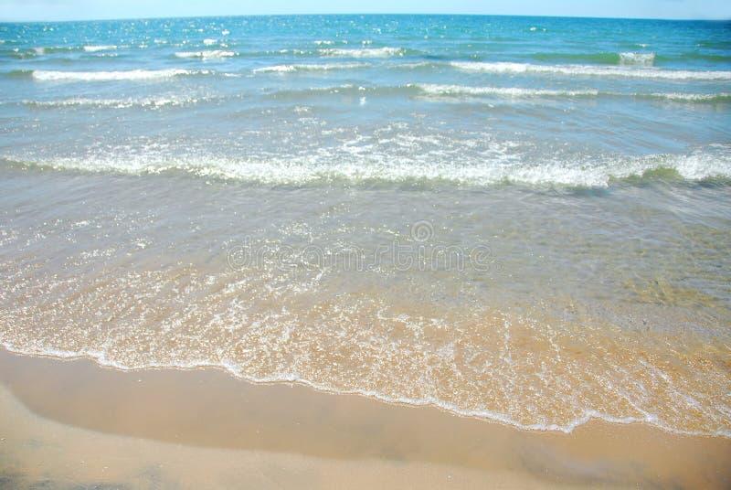 piasek plażowa fale fotografia stock