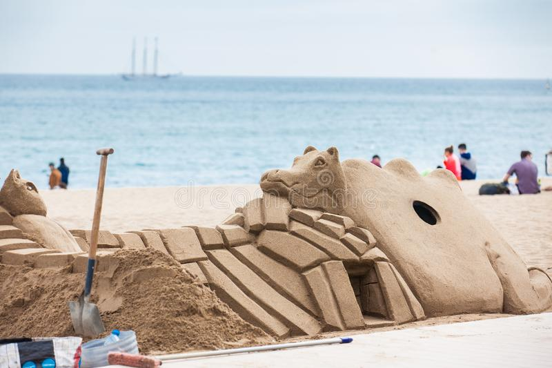 Piasek rzeźba przy losu angeles Barceloneta plażą w Barcelona Hiszpania zdjęcia stock