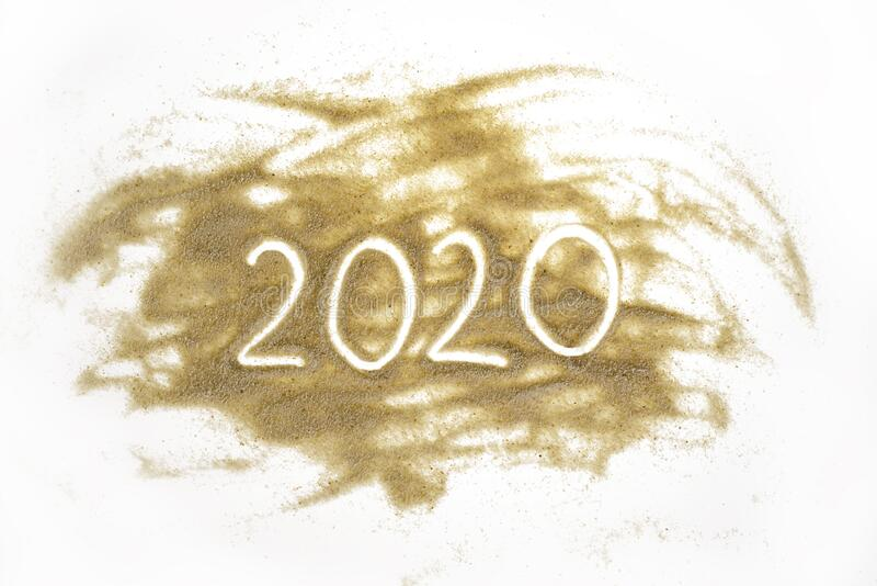 Piasek z napisem 2020 obrazy royalty free