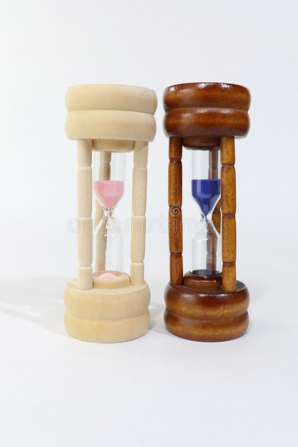 Piasków zegarki reprezentuje kobiety i mężczyzny fotografia royalty free