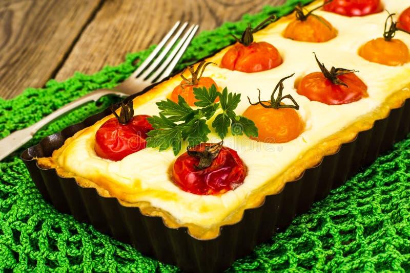 Piaska tarta z wiśnią i Filadelfia serem fotografia royalty free