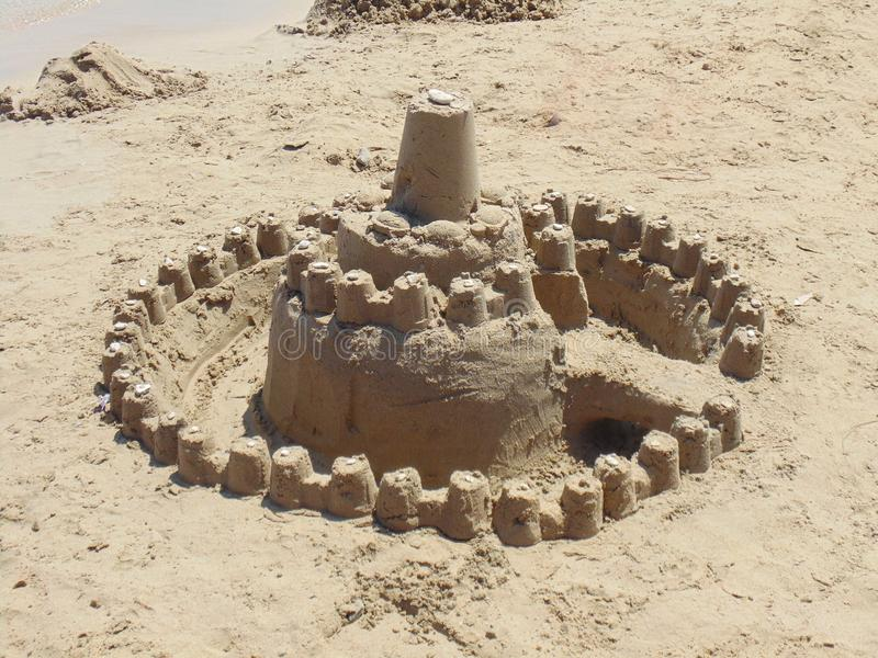 Piaska wierza na plaży obrazy stock