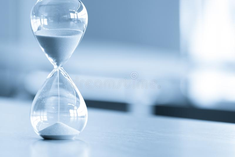 Piaska zegar, biznesowy czasu zarządzania pojęcie fotografia stock