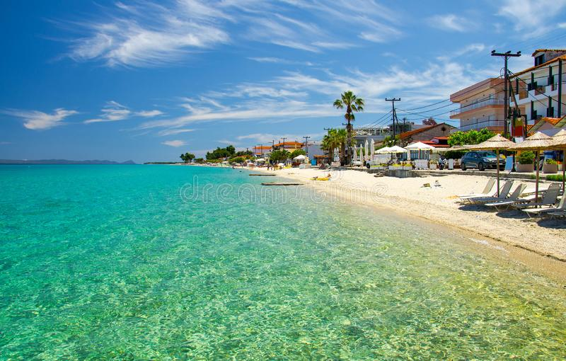 Piaskowata plaża z błękitną raj wodą, Halkidiki, Kassandra, Gree zdjęcie royalty free