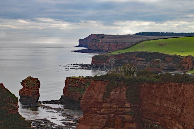 Piaskowcowa denna sterta przy Ladram zatoką blisko Sidmouth, Devon Część południowa zachodnia nabrzeżna ścieżka zdjęcia stock
