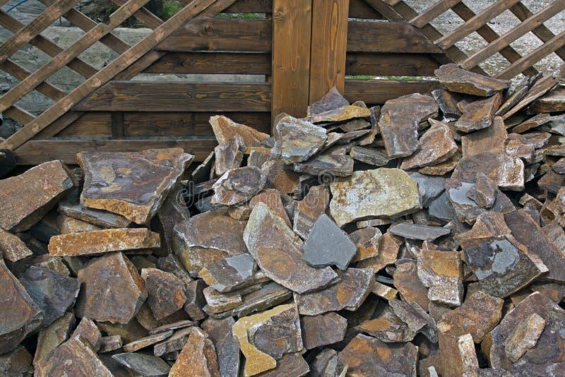 Piaskowiec na tle drewniana budowa zdjęcie stock
