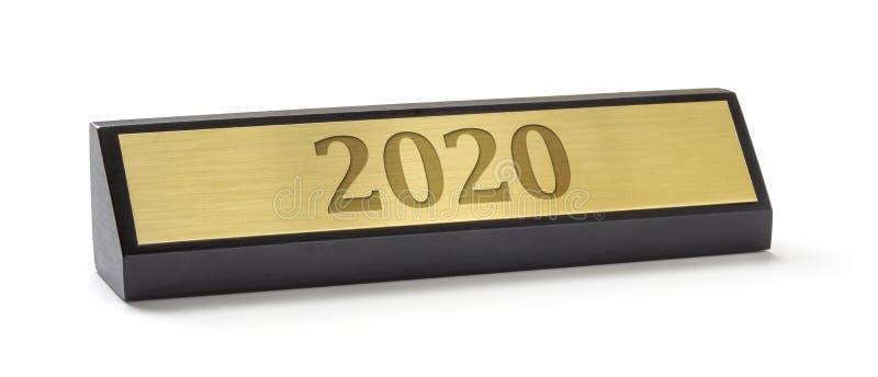 Piastra di denominazione su fondo bianco con incisione 2020 fotografia stock libera da diritti
