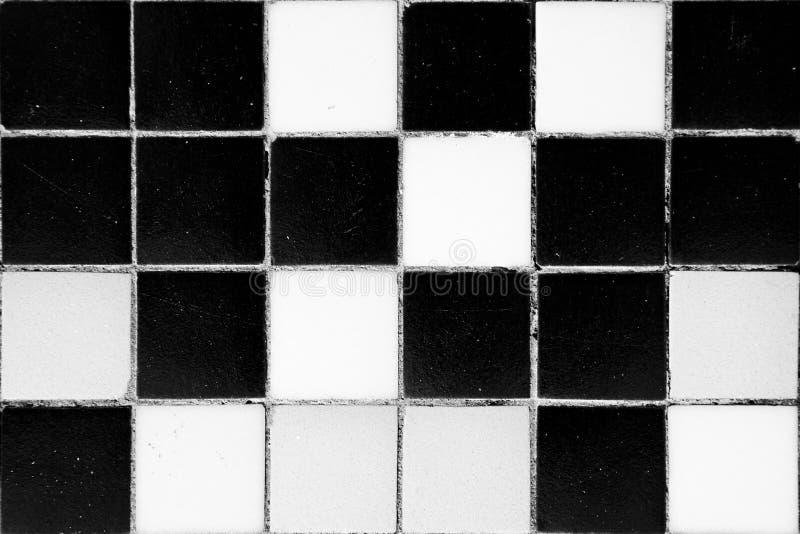 Piastrelle di ceramica in bianco e nero antiche fotografia stock